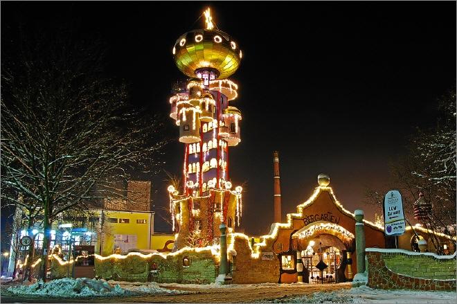 Abensberg Hundertwasserturm Weihnachtsmarkt
